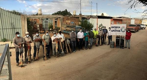 Entrega Orlando Herrera herramientas para el sector ladrillero